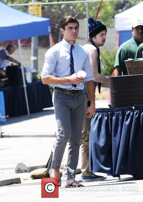 Zac Efron gets back to work with a still swolen hand