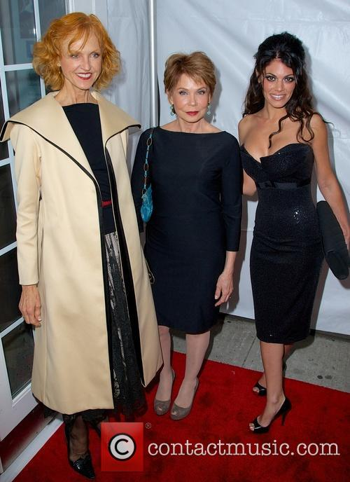 Jill Larson, Julia Barr and Lindsay Hartley 2