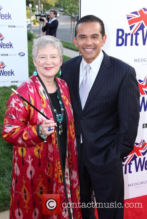 Dame Barbara Hay and Antonio Villaraigosa 1