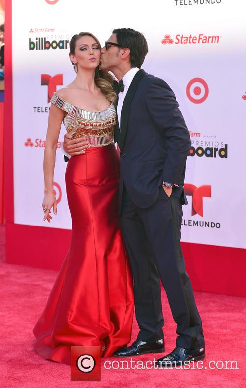 Billboard, Jessica Carrillo and Quique Usales 7