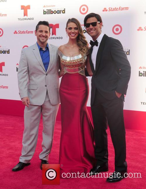 Billboard, Jessica Carrillo and Quique Usales 1