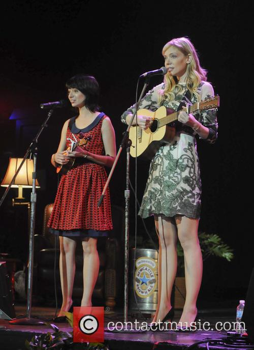 Riki Lindhome and Kate Micucci 2
