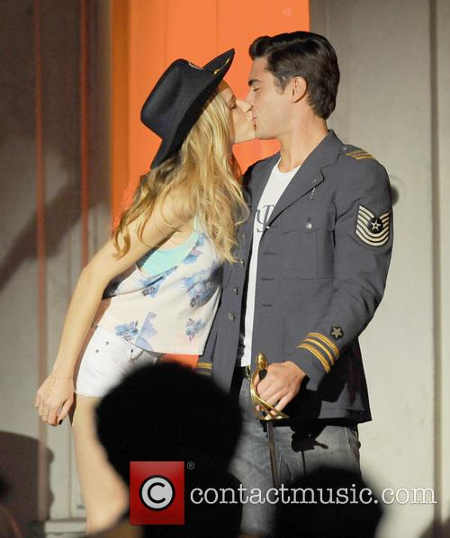 Halston Sage and Zac Erfon 5