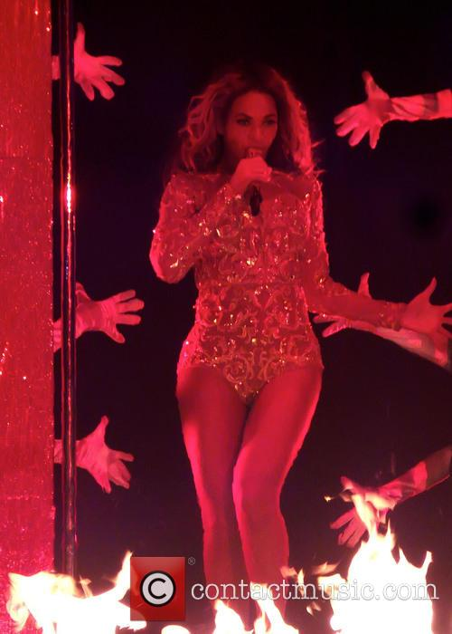 beyonce knowles beyonce performs live in concert 3630551
