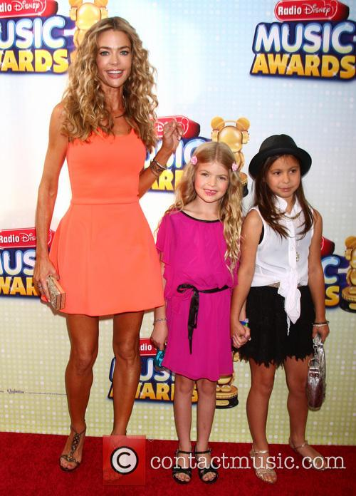 Denise Richards, Daughter Lola and Friend 5