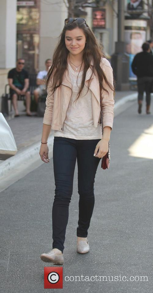 hailee steinfeld hailee steinfeld at the grove 3635144