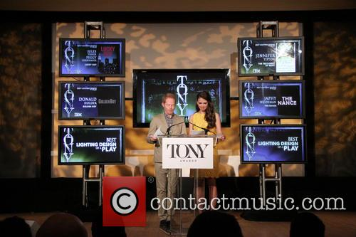 Jesse Tyler Ferguson and Sutton Foster 10