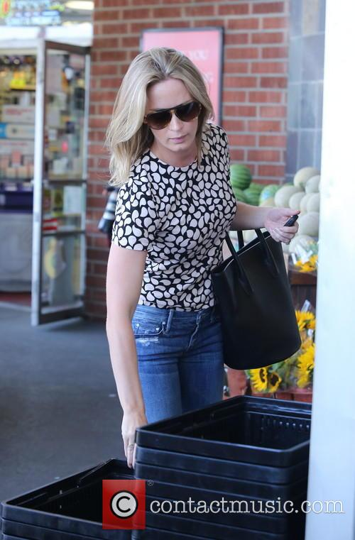 emily blunt emily blunt grocery shopping 3639537