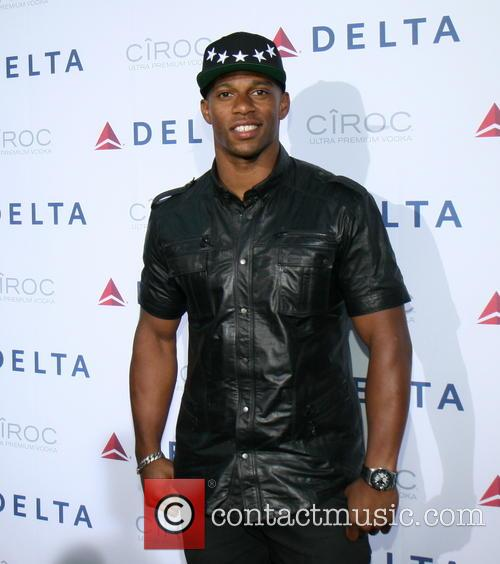 victor cruz delta airlines celebrates the opening 3640452