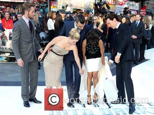 Chris Pine, Alice Eve, Zachary Quinto, Zoe Saldana and Benedict Cumberbatch 4
