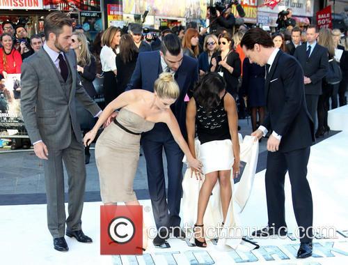 Chris Pine, Alice Eve, Zachary Quinto, Zoe Saldana and Benedict Cumberbatch 1