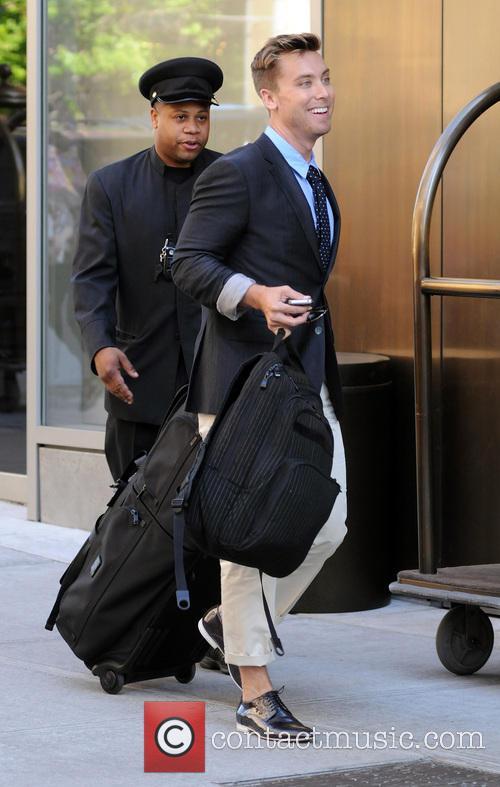 Lance Bass leaves his Manhattan hotel