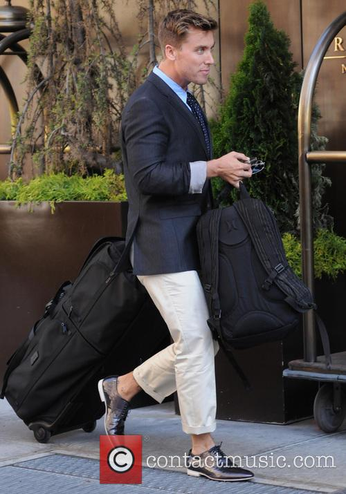 Lance Bass leaves his Manhattan hotel