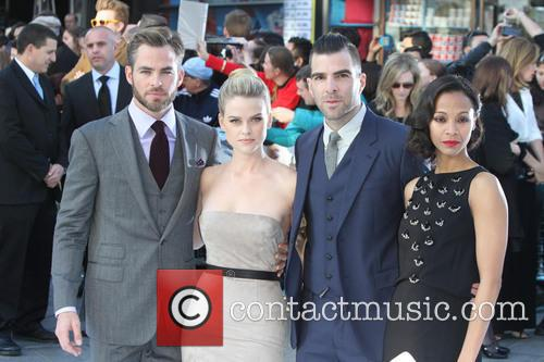 Zoe Saldana, Chris Pine, Alice Eve and Zachary Quinto 3