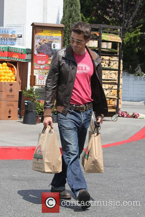 Olivier Martinez is seen pickup up groceries at the supermarket