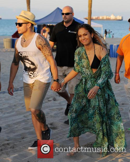 Casper Smart and Jennifer Lopez 4