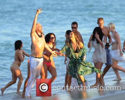 Jennifer Lopez 32