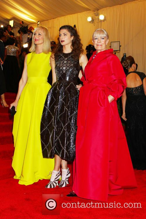 Joely Richardson, Vanessa Redgrave and Daisy Bevan 6