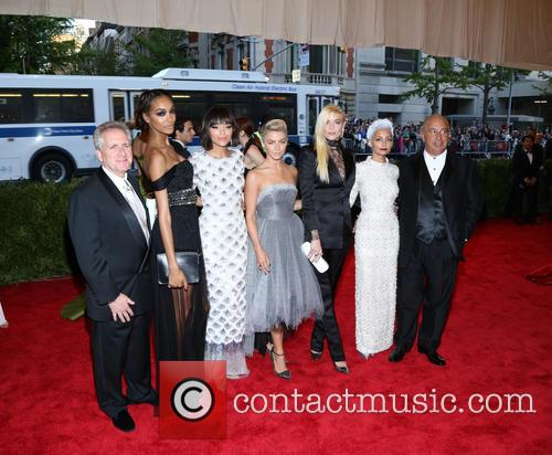 Julianne Hough, Jaime King, Nicole Richie and Sir Philip Green 4