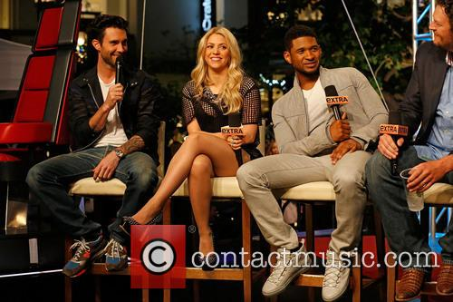Adam Levine, Shakira, Usher and Blake Shelton 4