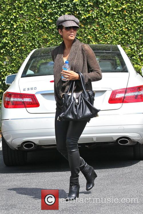 halle berry halle berry running errands in 3651992