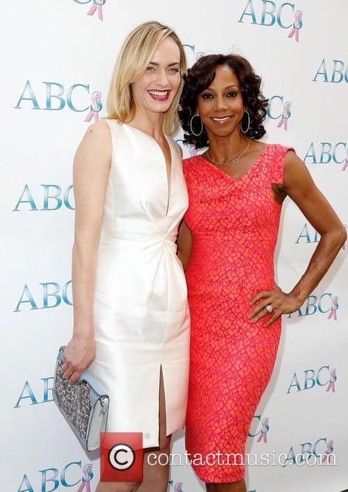 Amber Valletta and Holly Robinson Peete 10