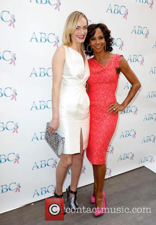 Amber Valletta and Holly Robinson Peete 1