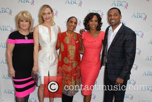Gloria Gebbia, Amber Valletta, Dolores Robinson, Holly Robinson Peete and Mike Epps 3