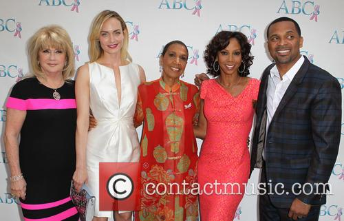 Gloria Gebbia, Amber Valletta, Dolores Robinson, Holly Robinson Peete and Mike Epps 1