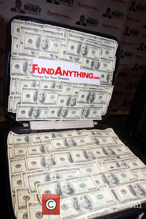 donald trump distributes free money at 3652064