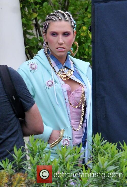 Kesha, Crazy Kids Video Set