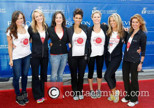 Karina Smirnoff, Brooke Anderson, Lilly Tartikoff, Halle Berry, Julie Bowen, Denise Austin and Julia Goldin 3