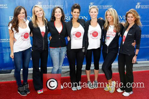 Karina Smirnoff, Brooke Anderson, Lilly Tartikoff, Halle Berry, Julie Bowen, Denise Austin and Julia Goldin 5