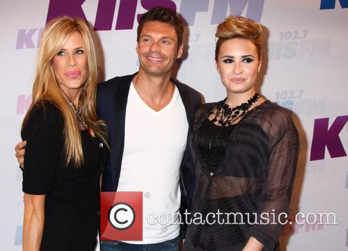 Ellen K, Ryan Seacrest and Demi Lovato 4