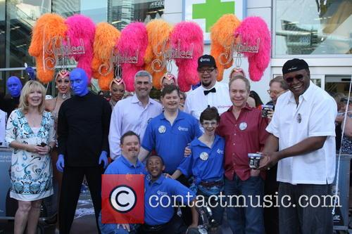 Penn Jillette, Taylor Hicks, George Wallace, Teller, Las Vegas Show Girls, Residents Of Opportunity Village and Blue Man Group