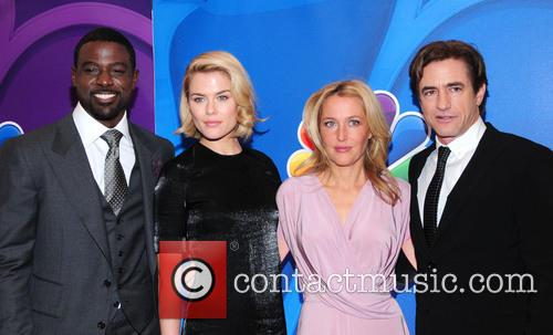 Lance Gross, Rachael Taylor, Gillian Anderson and Dermont Mulroney 5