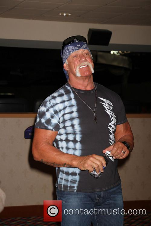 Hulk Hogan Welcomes TNA Impact Wresting To Las...