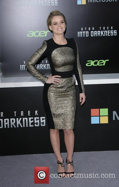 alice eve los angeles premiere of paramount 3663710