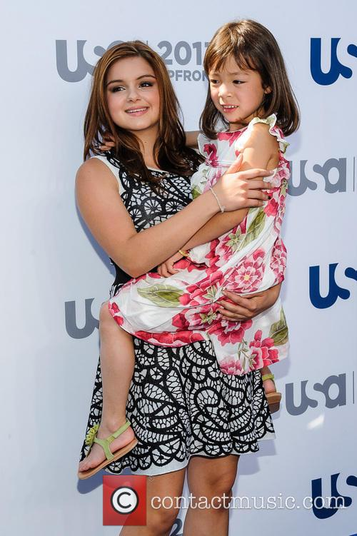 Ariel Winter and Aubrey Anderson-emmons 6