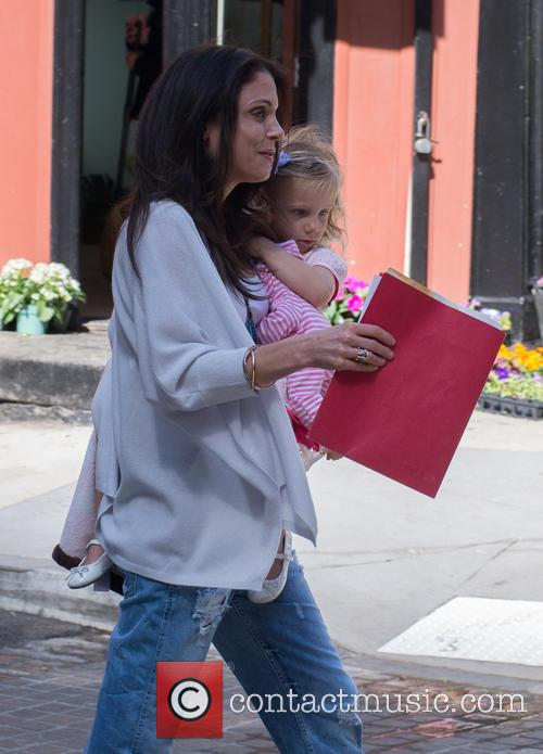 Bethenny Frankel collects her daughter from school