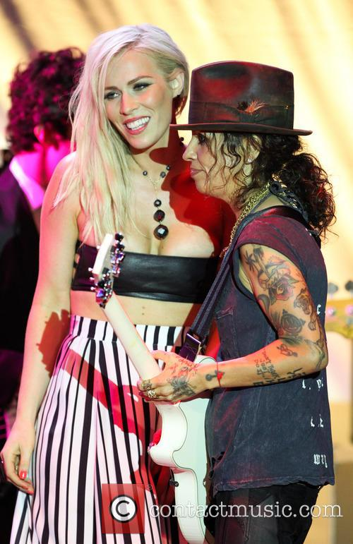 Natasha Bedingfield and Linda Perry 11