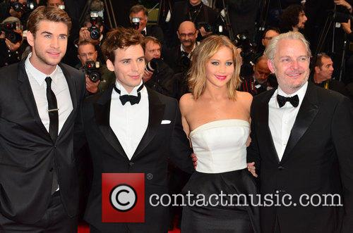 Liam Hemsworth, Jennifer Lawrence, Sam Claflin and Francis Lawrence 1