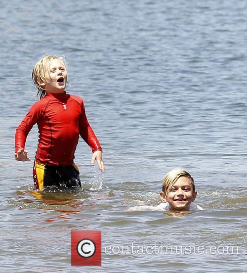 Gwen Stefani takes her sons to a beach...