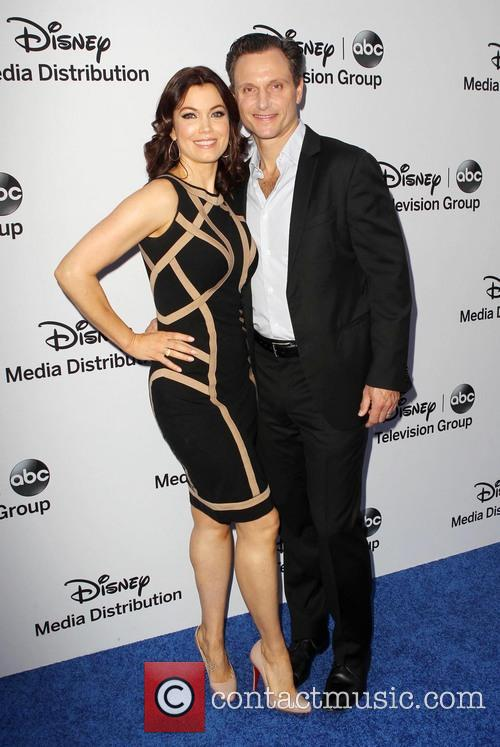 Bellamy Young and Tony Goldwyn 9
