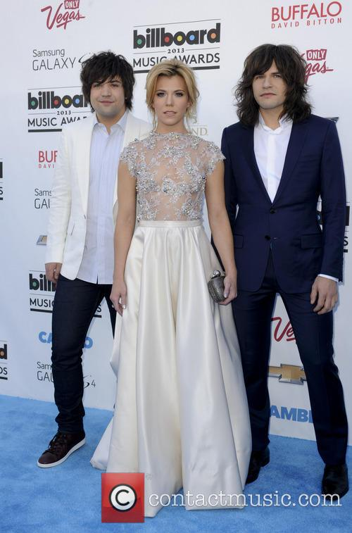 Billboard, Neli Perry, Kimberly Perry and Reid Perry 5