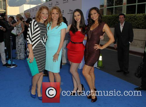 Lea Thompson, Katie Leclerc, Vanessa Marano and Constance Marie 7
