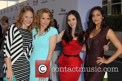 Katie Leclerc, Lea Thompson, Vanessa Marano and Constance Marie 6