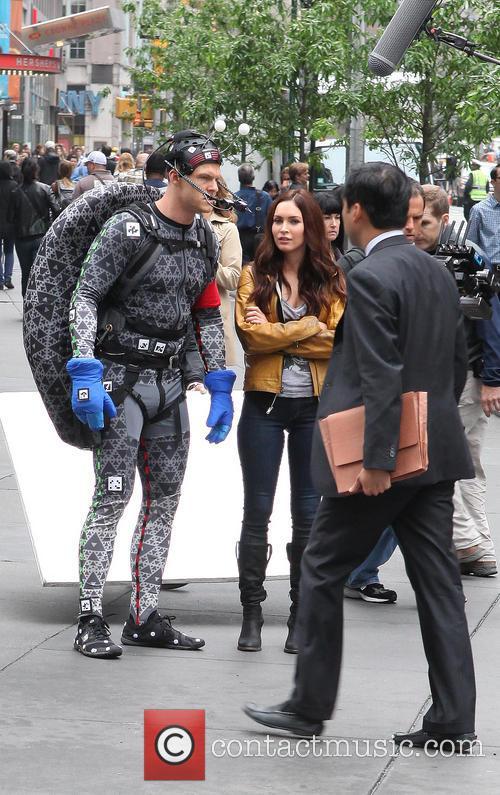 Alan Ritchson and Megan Fox 16