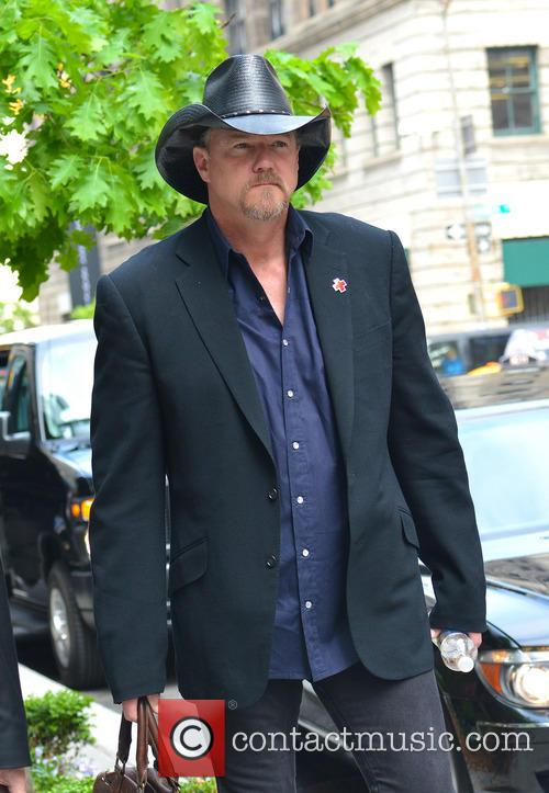 Trace Adkins leaves his NYC hotel