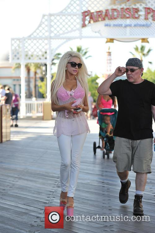 Courtney Stodden and Doug Hutchison 22